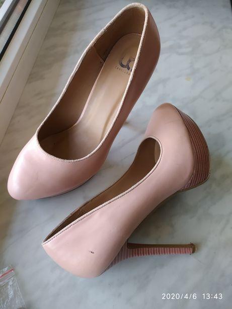 Туфлі жіночі рожеві на шпильці