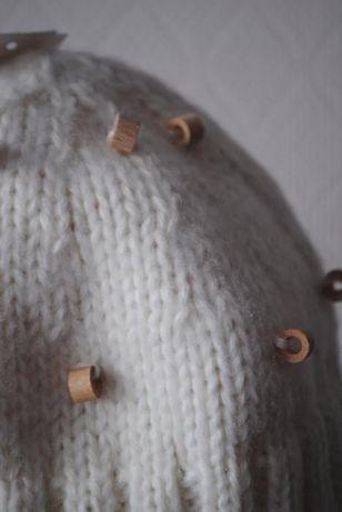 Wełniana jasna czapka