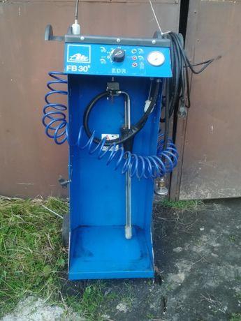 urządzenie do odpowietrzania hamulców