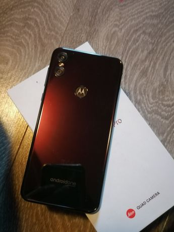 Motorola one 4/64 GB