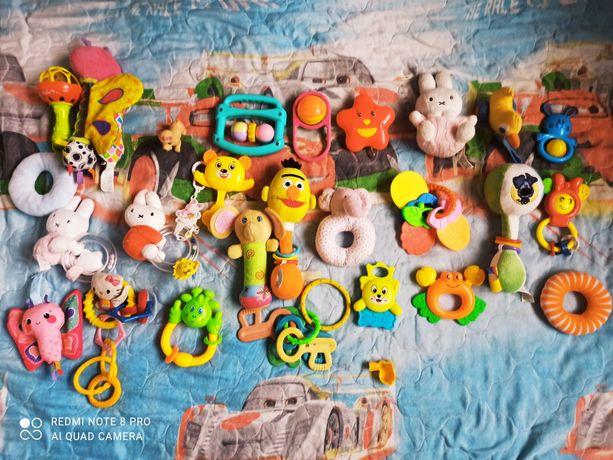 Продам набір брязкалець та іграшок
