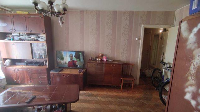 продаётся квартира 3-комнатная,метро Лесная