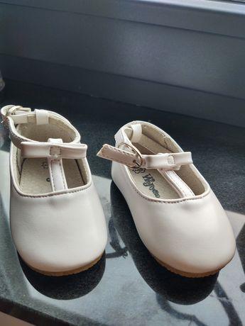 Buty 18 skóra chrzest  roczek białe.