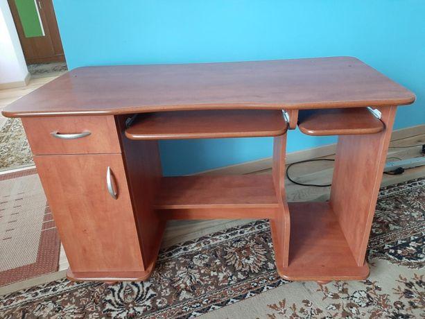 Sprzedam biurko pod komputer - używane.