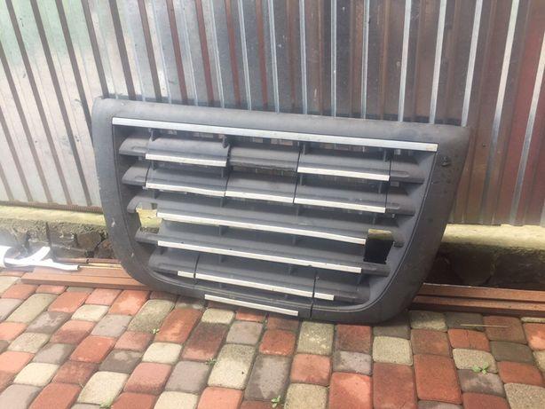 """Решетка радиатора """"борода"""" для тягача/грузовика Daf XF105.410/460/510"""