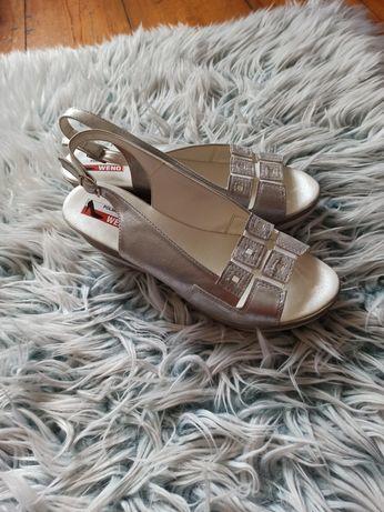 Nowe Srebrne sandałki