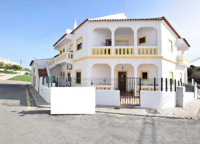 Vende-se dois apartamentos T3+T1 no Calvário, Lagoa.