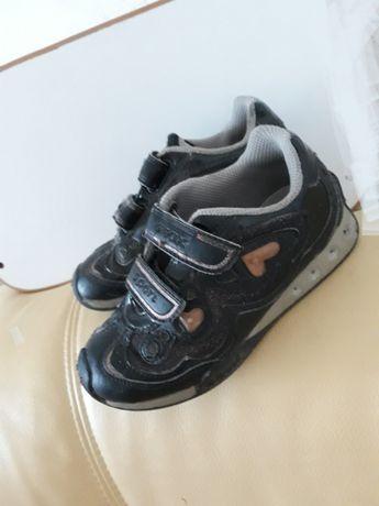 Продам кроссовки Geox