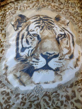 Продам хороший подарок,платок с тигром в стиле барокко river island
