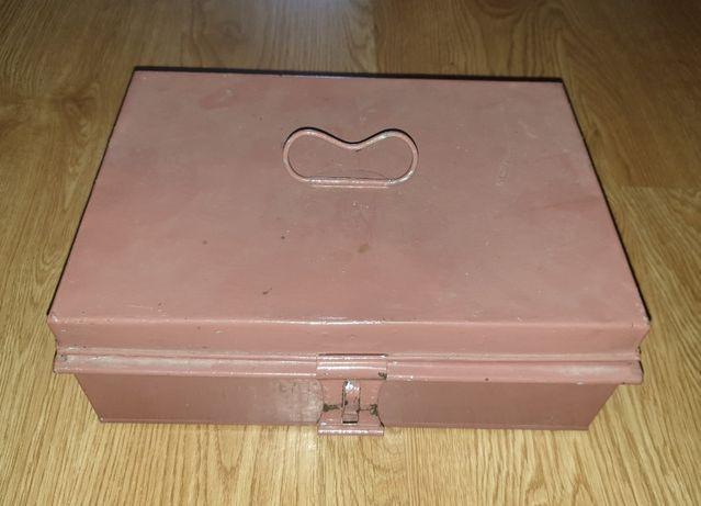 Caixa de Ferramentas Antiga em Metal