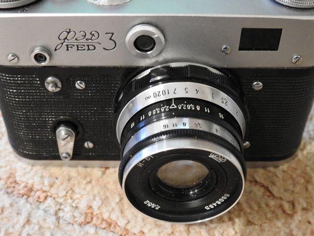 Stary aparat fotograficzny FED 3 z pokrowcem