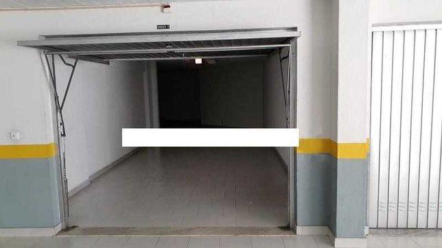 Garagem fechada para 2 carros ou mais - Massamá Norte
