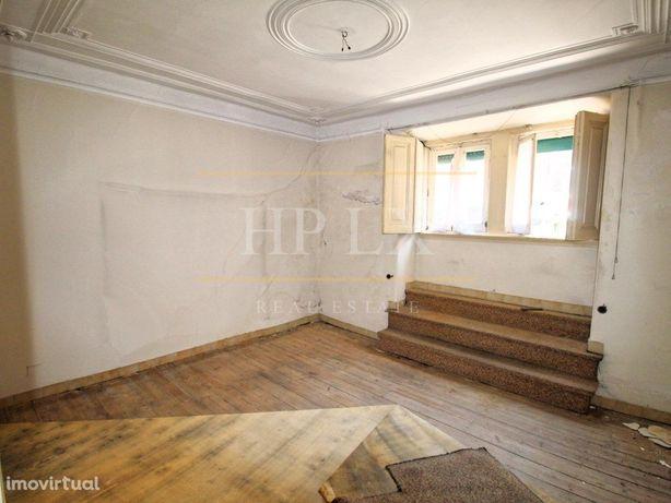 Apartamento T3+1 para remodelação no Conde Redondo