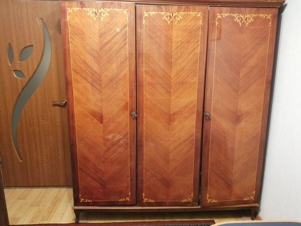 Продам шкаф 3-х дверный с зеркалом, б/у
