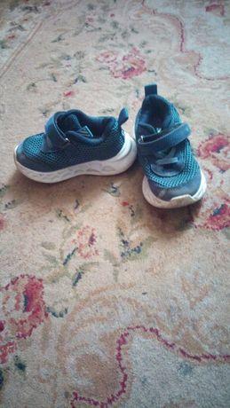 Кросівки на хлопчика.