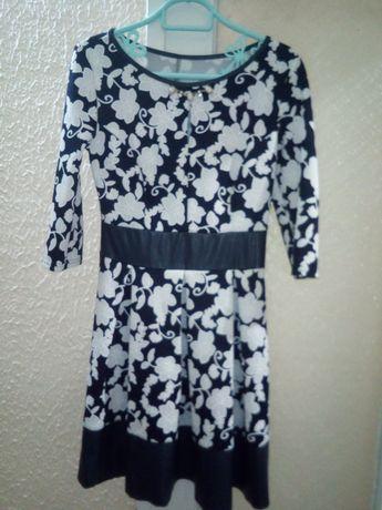 Жіноча сукня в гарному стані