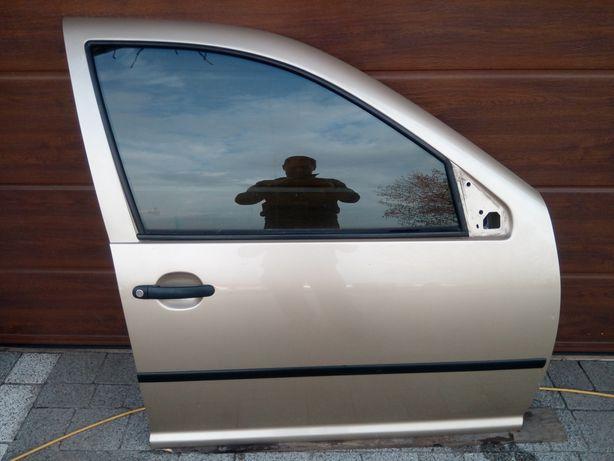 VW Golf IV Bora - Drzwi przód przednie prawe kpl. LA1W