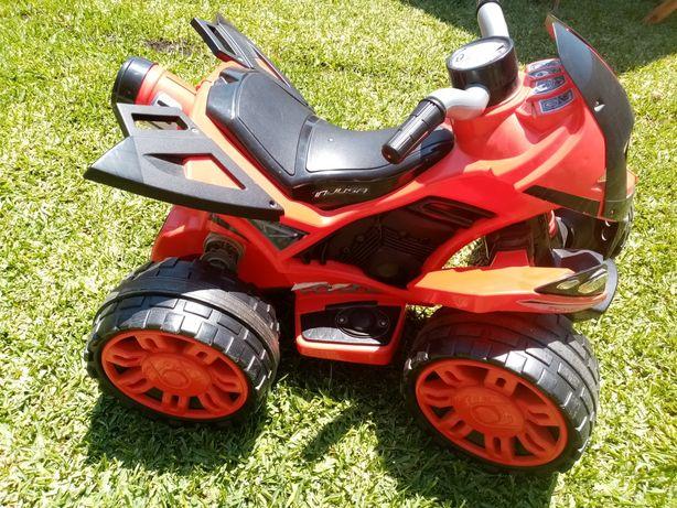Vendo moto 4 como nova (criança)