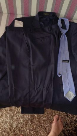 Продам свадемный костюм(темно-синий)60 размер Emilio Pignatelli