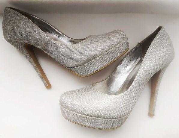Вечерние туфли на шпильке