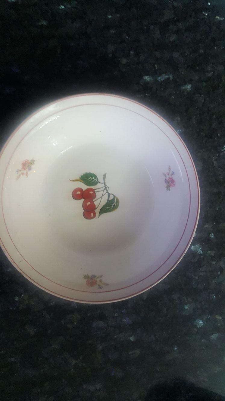 Taça de faiança com cerejas pintado à mão
