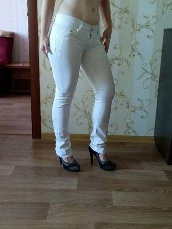 Штаны белые(2шт.) и беж.льон 1 шт.