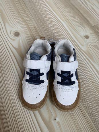 Кроссовки для мальчика , oshkosh, размер 9