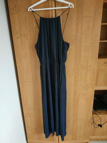 Długa czarna sukienka na ramiączka
