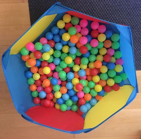 Piscina com bolas para bebé