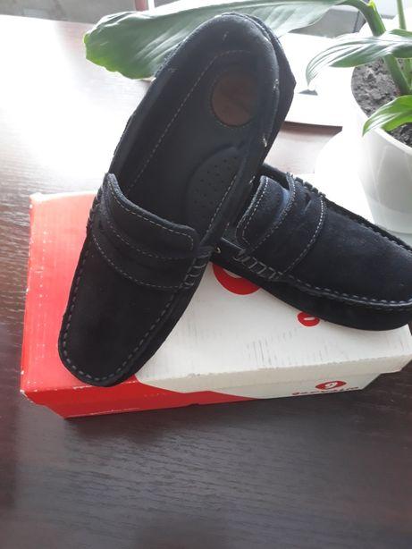 Продам школьные замшевые туфли для мальчика
