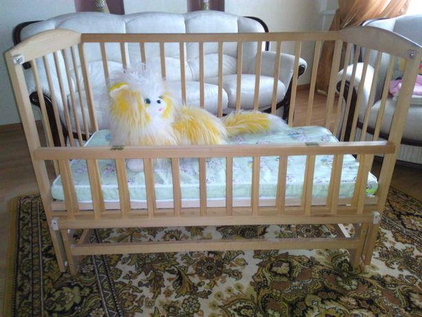 Кровать на шарнирах с откидной боковушкой, гойдалка