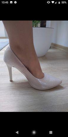 Buty ślubne-szpilki połyskujące