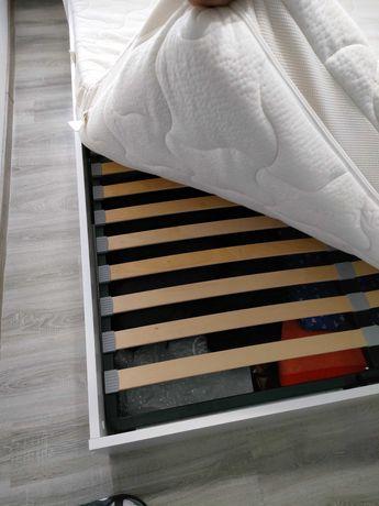 Łóżko sypialniane z pojemnikiem na pościel +MATERAC