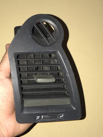 Дефлектор левый Renault Megane 2