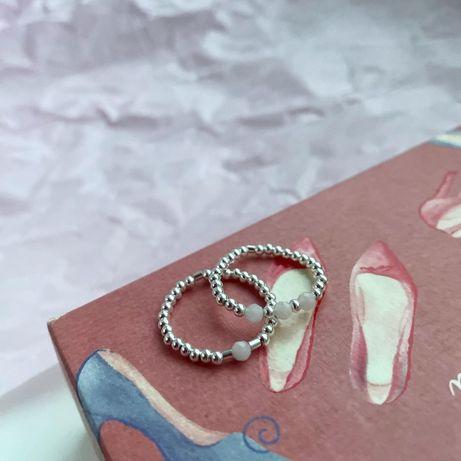 Кольцо из серебра 925 пробы с вставками розового кварца