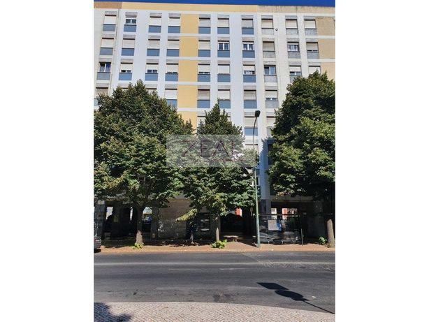 Apartamento T2 - Benfica - Em remodelação total - Inclui ...