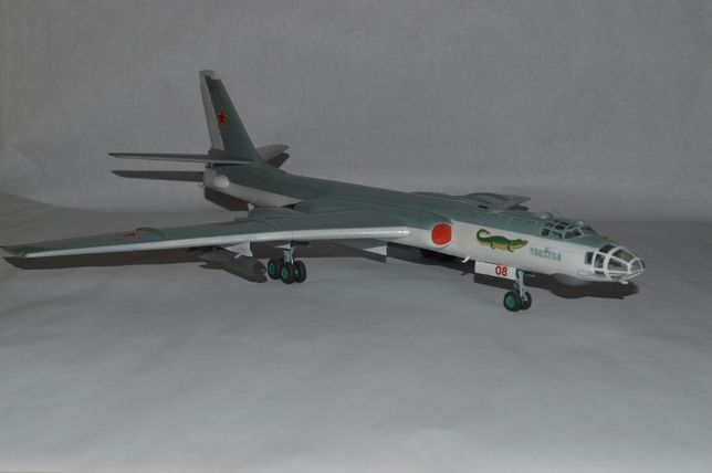 Масштабная модель бомбардировщик Ту-16 1/72 бомбардувальник