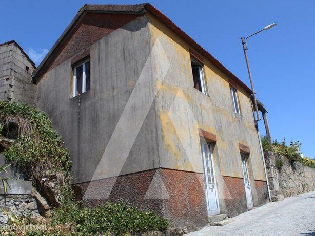 Moradia para restaurar no centro das Talhadas - Sever do ...