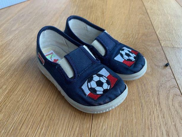 Pantofle dziecięce r. 23