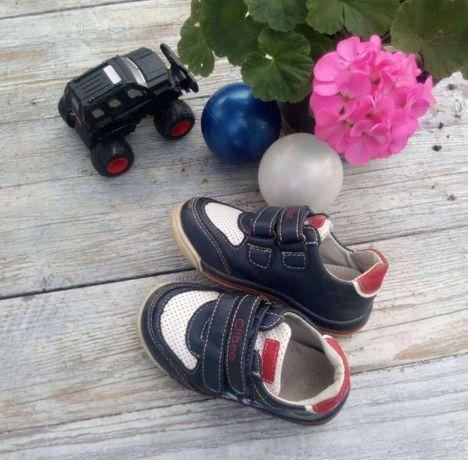 Кросівки дитячі стильні.