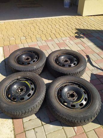 Opony zimowe wraz ze stalowymi felgami  195/65/15 do VW Golfa IV