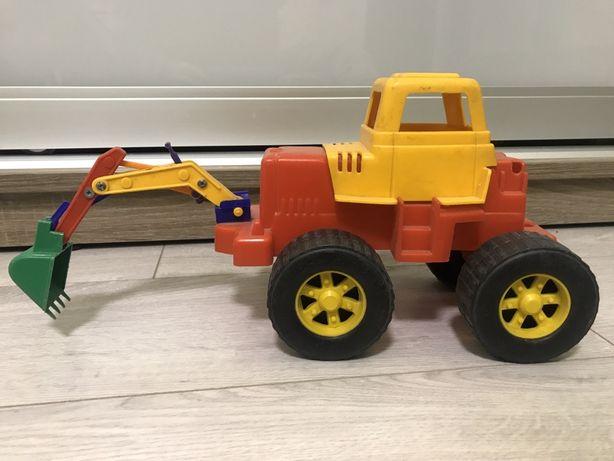 Трактор эскаватор