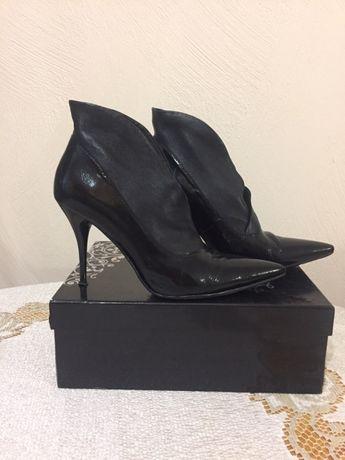 Женские ботиночки на шпильке