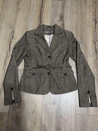 Красивый пиджак Amisu