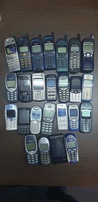 Lote de telemóveis antigos