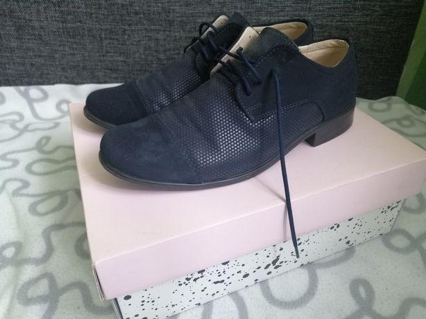 Buty młodzieżowe wyjściowe