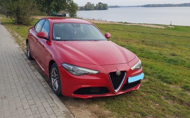 Wynajem samochodów Alfa Romeo GIULIA