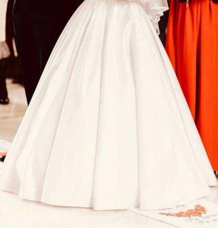 Атласне весільне плаття