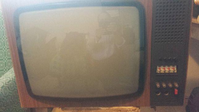 sprzedam telewizor czarno-biały zabytkowy Neptun 429