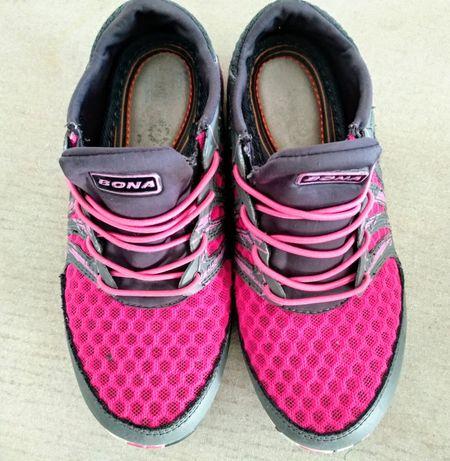 Продам кроссовочки для девочки фирма Bona